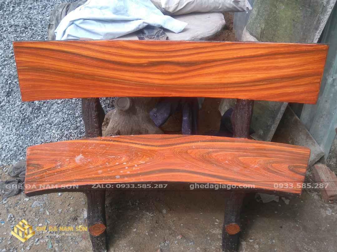 Bàn ghế đá giả gỗ ngoài trời đẹp nhất