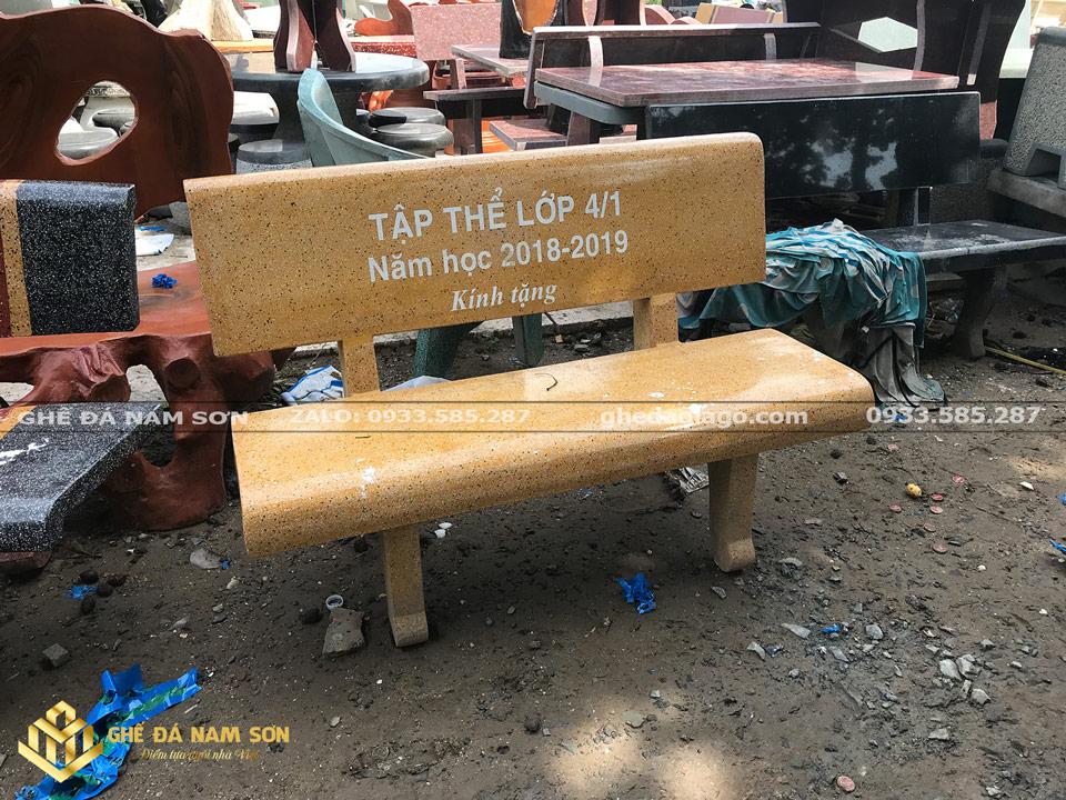 sản xuất các loại ghế đá màu vàng