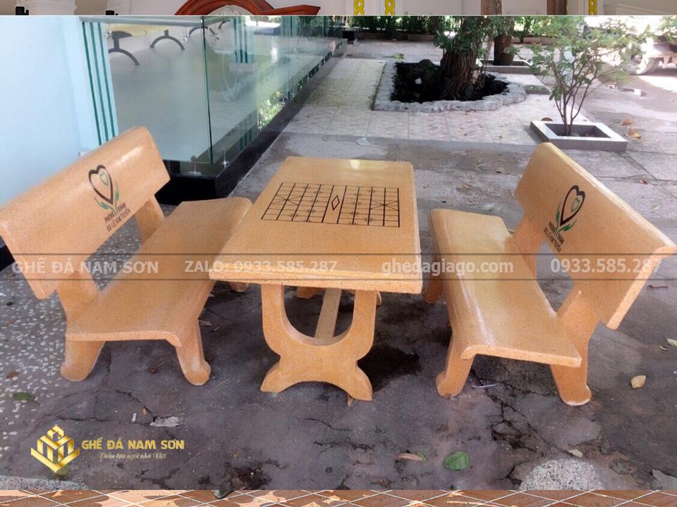 Nam Sơn bán bàn ghế đá màu vàng