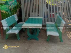 chuyến cung cấp bàn ghế đá trắng xanh ngọc