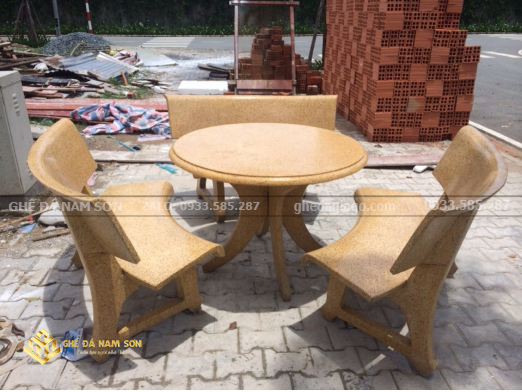 bàn ghế đá tròn màu vàng chắc chắn