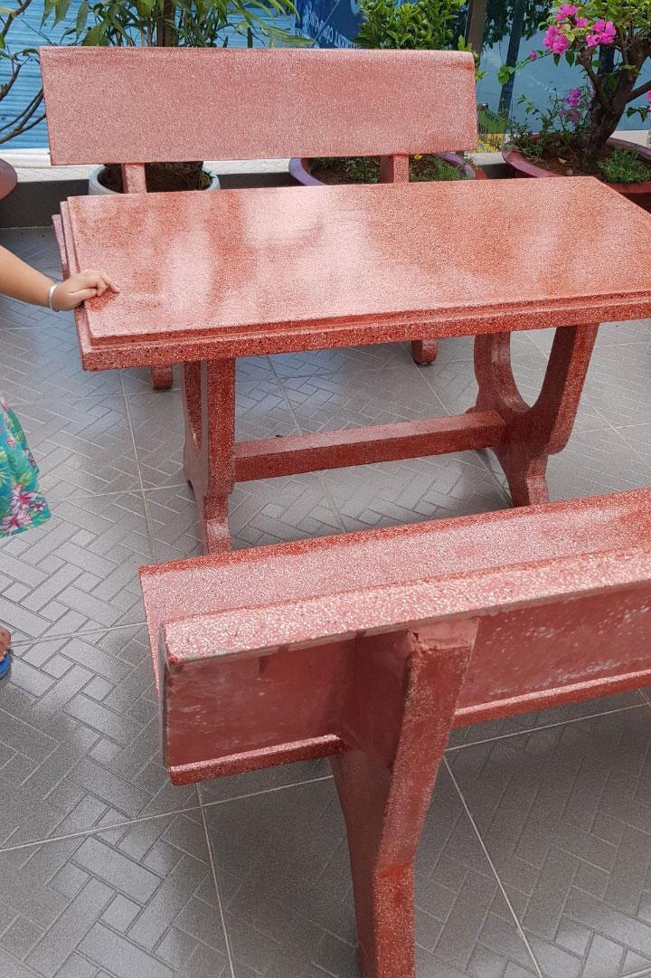 bộ bàn ghế đá màu đỏ đẹp chất lượng tịa nam son