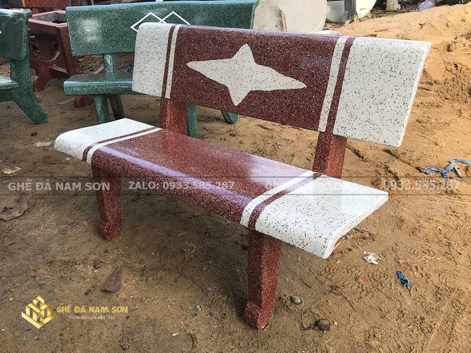 trưng bày ghế đá mài ngôi sao