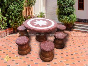 Bộ bàn ghế đá nhỏ tại Nam Sơn